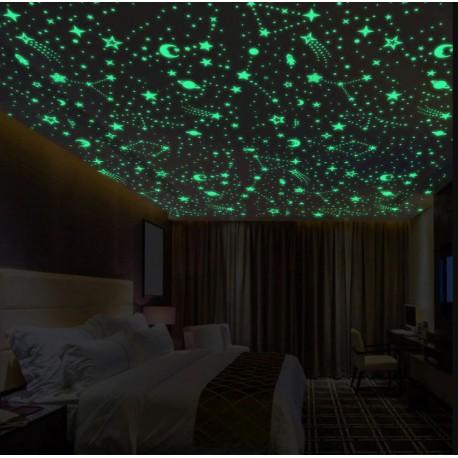 3D švytinčios žvaigždės su mėnuliais